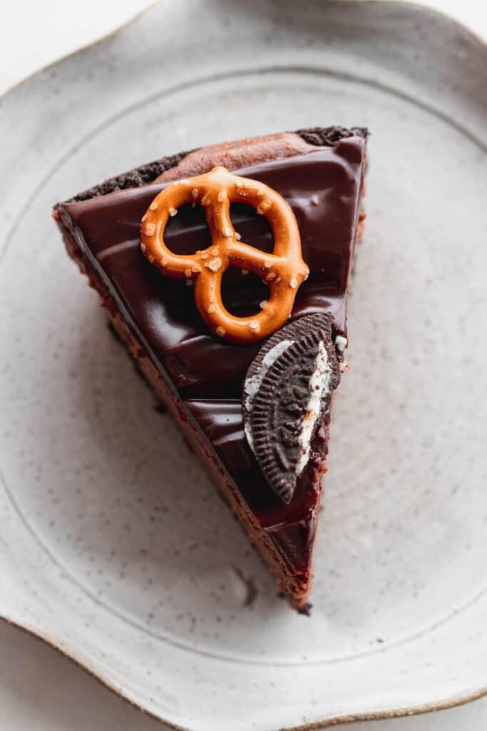 Nutella cheesecake slice on plate.